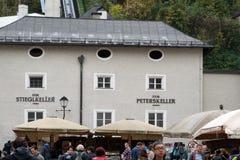 Een levendige toeristenstroom, Salzburg, Oostenrijk Royalty-vrije Stock Afbeeldingen