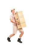 Een leveringspersoon die dozen levert Stock Afbeelding
