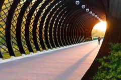 Een licht in het eind van een tunnel stock afbeeldingen