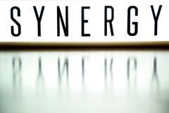 Een licht op raad toont het uitdrukkingssynergisme op hout Royalty-vrije Stock Afbeeldingen