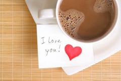 Een liefdenota met een kop van koffie Royalty-vrije Stock Afbeelding