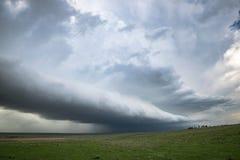 Een lijn van strenge onweersbuien met plankenwolk over de vlaktes van noordoostelijk Colorado royalty-vrije stock afbeelding