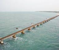 Een link van de spoorwegbrug op overzees stock afbeelding