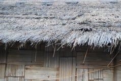 Een lokaal het strodak van het Bamboehuis van Thailand en Zuidoost-Azië Stock Foto