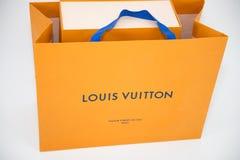 Een Louis Vuitton-doos Louis Vuitton is een merk van de ontwerpermanier voor zijn leergoederen die wordt gekend royalty-vrije stock afbeeldingen