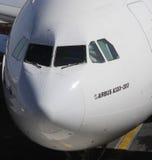 Een luchtbusa330 vliegtuig Stock Foto