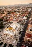 Een luchtmening van Mexico-City en het Paleis van Beeldende kunsten Stock Foto