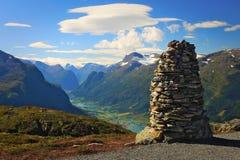 Een machtige die toren van steen wordt gemaakt stock foto's