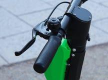 Een macro dichte omhooggaande mening van fietsrem en stuurwiel stock afbeelding