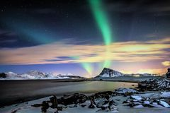 Een magische nacht met de groene Dame Aurora Stock Fotografie
