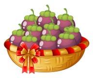 Een mand aubergines Stock Foto