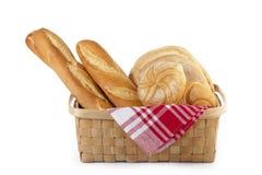 Een mand geassorteerd brood Stock Foto