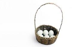 Een mand van eieren Stock Foto