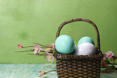 Een mand van eieren Stock Fotografie
