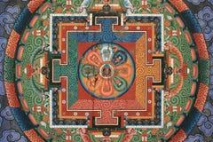 Een mandala werd geschilderd op het plafond van de poort van een boeddhistische tempel in Thimphu (Bhutan) Royalty-vrije Stock Fotografie