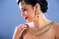 Een mannequin met juwelen royalty-vrije stock afbeelding