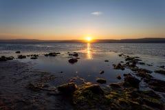 Een meer bij zonsondergang Stock Foto
