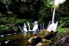 Een meer met watervallen Royalty-vrije Stock Foto