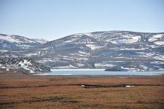 Een meer naast de berg Stock Foto