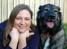 Een meisje & Haar Hond Royalty-vrije Stock Afbeeldingen