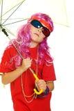 Een meisje in buitensporige kleren, paraplu en 3d glazen Stock Afbeeldingen