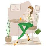 Een meisje in de Koffie Stock Foto's