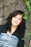 Een meisje in de tuin Stock Afbeeldingen