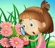 Een meisje die een vergrootglas met behulp van bij de tuin vector illustratie