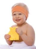 Een meisje eet een sandwich met kaas Stock Fotografie