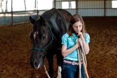 Een meisje en haar paard Royalty-vrije Stock Afbeeldingen