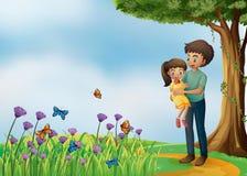 Een meisje en zijn vader bij de heuveltop Royalty-vrije Stock Foto's