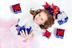 Een meisje met de giften Stock Fotografie