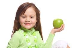 Een meisje met een groene appel Stock Foto's
