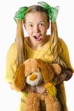 Een meisje met een stuk speelgoed Royalty-vrije Stock Foto's