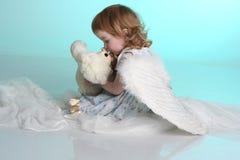 Een meisje met engelenvleugels Royalty-vrije Stock Foto's