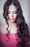 Een meisje met heldere make-up Stock Fotografie