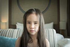 Een meisje met slordig haar Stock Foto's