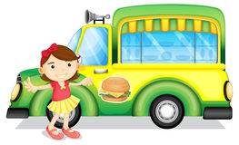 Een meisje naast een groene hamburgervrachtwagen royalty-vrije illustratie