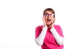 Een meisje in roze glazen is verrast Stock Afbeeldingen