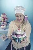 Meisje met cupcakes Royalty-vrije Stock Foto