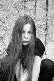 Een meisje in Zwart-witte Wanhoop, Stock Fotografie
