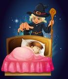 Een meisjesslaap met een heks bij de rug Stock Afbeeldingen