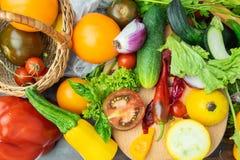 Een mengeling van groenten op een lijstcourgette royalty-vrije stock foto's