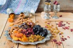 Een mengsel van droge vruchten en noten stock foto