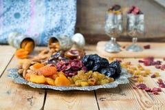 Een mengsel van droge vruchten en noten Stock Afbeeldingen