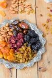 Een mengsel van droge vruchten en noten Stock Foto's
