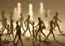 Een Menigte van Bezige Mensen die rondwandelen Stock Foto's