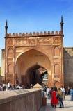 Een menigte van toeristen bezoekt Rood Fort Agra op 28 Januari, 2014 in Agra, Uttar Pradesh, India Het fort is oude Mughal-Imperi Royalty-vrije Stock Foto's