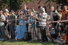 Een menigte van toeschouwers stock fotografie
