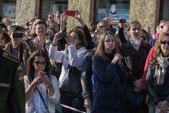 Een menigte van toeschouwers in Victory Parade royalty-vrije stock foto's